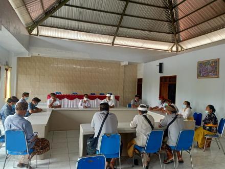 Hari Pertama Kerja, Perbekel I Gede Agustawan, S.H Tekankan Disiplin Kerja Perangkat Desa